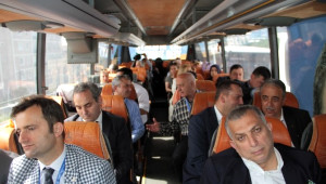 AK Parti Milletvekili Adayları Miting Alanına Yürüyerek Ulaştı