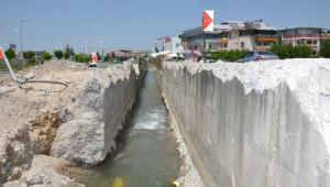 Başkan Polat, Bostanbaşı Kanal Çalışmalarını İnceledi