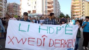Diyarbakır'da Hdp'ye Saldırılar Yürüyüşle Protesto Edildi