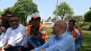 Gürsel Tekin AK Parti Seçim Standını Ziyaret Etti