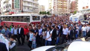 Hdp'ye Yapılan Saldırı Diyarbakır'da Protesto Edildi