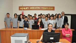 Ortaokul Öğrencileri 'Hukuk ve Adalet' İçin Adana Adliyesi'nde