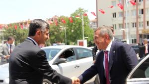 Tatar Cumhurbaşkanından İktidara Övgü