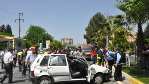 Adıyaman'da Otomobil Ağaca Çarptı: 4 Yaralı