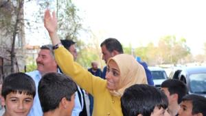 AK Parti'nin Bayan Adayı Çocukluğunun Geçtiği Mahallede Seçim Çalışması Yaptı