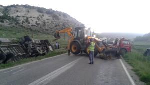 Eskişehir'de Tır Devrildi: 1 Ölü
