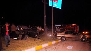 İki Otomobil Kavşakta Çarpıştı: 1 Ölü, 3 Yaralı