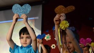 Sarıkamış'ta Mezun Olan Minik Öğrencilerin Gösterisi Büyüledi