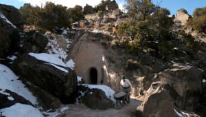 Amerikalı Sanatçı 10 Yıl Boyunca Bir Mağaradan Hiç Çıkmadı