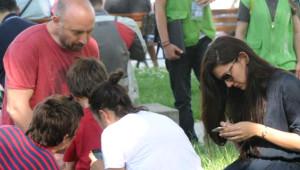 Halit Ergenç Bergüzar Korel Ali Ergenç'in Piknik Keyfi