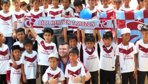 Kamboçyalı Çocuklardan, 'Bize Her Yer Trabzon' Tezahüratı