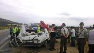 Otomobil Kamyonla Çarpıştı: 2 Ölü