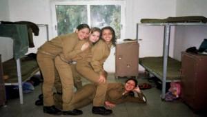 İsrail, Kadın Askerleriyle Katliamları Gizliyor