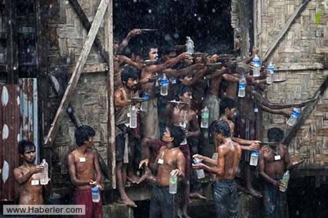 Arakanlı Müslümanlar Yağmur Suyuna  Muhtaç