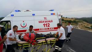 İşçi Servisiyle Otomobil Çarpıştı: 8 Yaralı