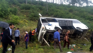 Piknik Dönüşü Kaza. 15 Öğrenci Yaralandı