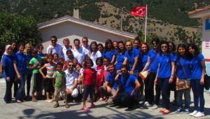 İzmir Büyükşehir'in Gönüllüleri Şehit Madenci Çocuklarını Yalnız Bırakmıyor