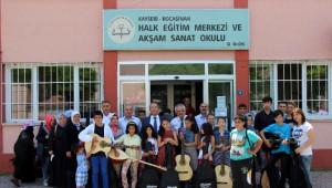 Kocasinan Kaymakamlığı Yetim Çocuklara Gitar ve Bağlama Hediye Etti