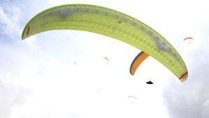 Yamaç Paraşütü Şampiyonası'nda İlk Gün Heyecanı
