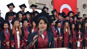 Tıp Fakültesi Öğrencilerinin Mezuniyet Coşkusu