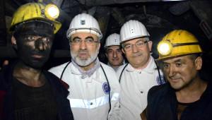 Bakan Yıldız, İlk İftarı Maden Ocağında İşçilerle Yaptı (2)