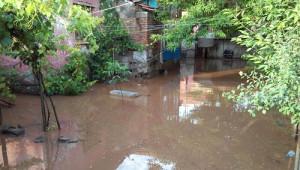 Karakeçili ile Çerikli'yi Sel Bastı