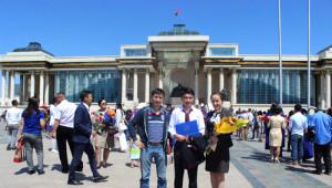 Moğolistan'da Mezun Olan Öğrenciler Soluğu Cengizhan Meydanı'nda Alıyor