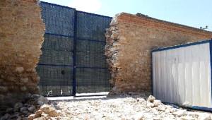 5 Asırlık Külliyenin Restorasyonu İçin Duvarı Yıkılarak Kapı Açıldı