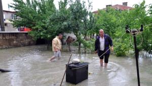 Sorgun İlçesinde Evleri Yağmur Suları Bastı