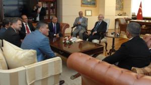 Kılıçdaroğlu, Birleşik Kamu-İş Konfederasyonu Heyeti ile Görüştü