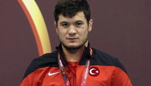 Milli Güreşçi Cengiz Arslan, Avrupa Şampiyonu Oldu