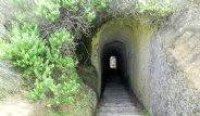 Ölen Kızı İçin Plaja Tünel Kazdı