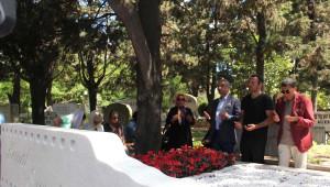 Kemal Sunal 15. Ölüm Yıldönümünde Kabri Başında Anıldı