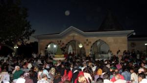 Aleviler İbadete Kapalı Olan Dergahta Cem Töreni Yaptı