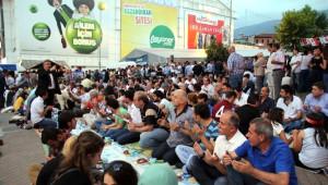 Çin'deki Müslüman Zulmüne Simitli İftar Protestosu