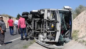 KPSS'ye Yetişmek İsteyen Otomobil Otobüsle Çarpıştı: 9 Yaralı