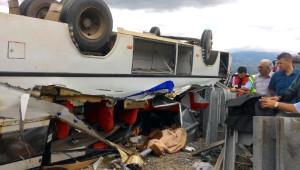 Tokat'ta Tarım İşçilerini Taşıyan Minibüs Devrildi: 1 Ölü, 20 Yaralı