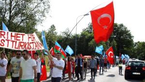 Doğu Türkistanlılar İsveç'te Çin'i Protesto Etti