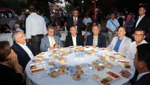 Kılıçdaroğlu, Yenimahalle'de İftar Yaptı