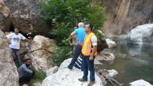 Kayalıklardan Suya Düşen Genç Boğuldu