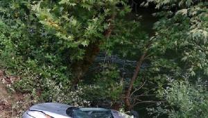 Otomobil Dereye Uçup Suya Gömüldü: 1 Kayıp, 1 Yaralı