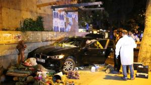 Kadıköy'de Kontrolden Çıkan Otomobil Yol Kenarındaki Çiçekçiye Çarptı: 1 Ölü