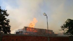 İzmir'de Oluklu Mukavva ve Ambalaj Fabrikasında Yangın