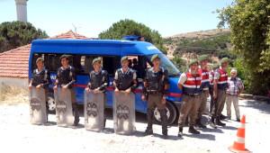 Karaburun'da Res Toplantısı Protesto Edildi, Arbede Çıktı