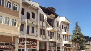 Belediye Binasının Duvarı Çöktü, Enkaz Altında Kalan Yaya Öldü