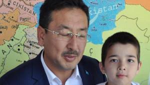 8 Yaşındaki Uygur Türkü Kamil'in Acı Bayramı