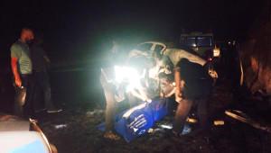 Otomobil Duvara Çarptı: 2 Ölü, 3 Yaralı