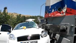 Tren, Otomobile Çarptı: 4 Yaralı