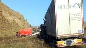 PKK Iğdır- Erzurum Karayolunu Kesip 12 Tır, Kamyon ve Otomobili Yaktı