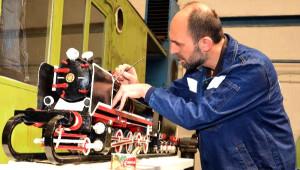Demiryolu İşçisi, Orjinal Parçalarla Buharlı Lokomotif Maketi Yaptı